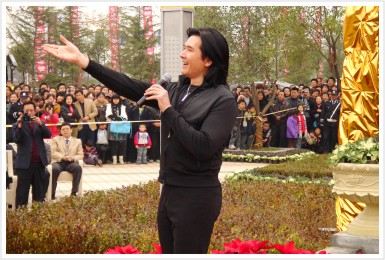 先河国际《我与费翔一起飞翔》银杏林广场开盘盛典